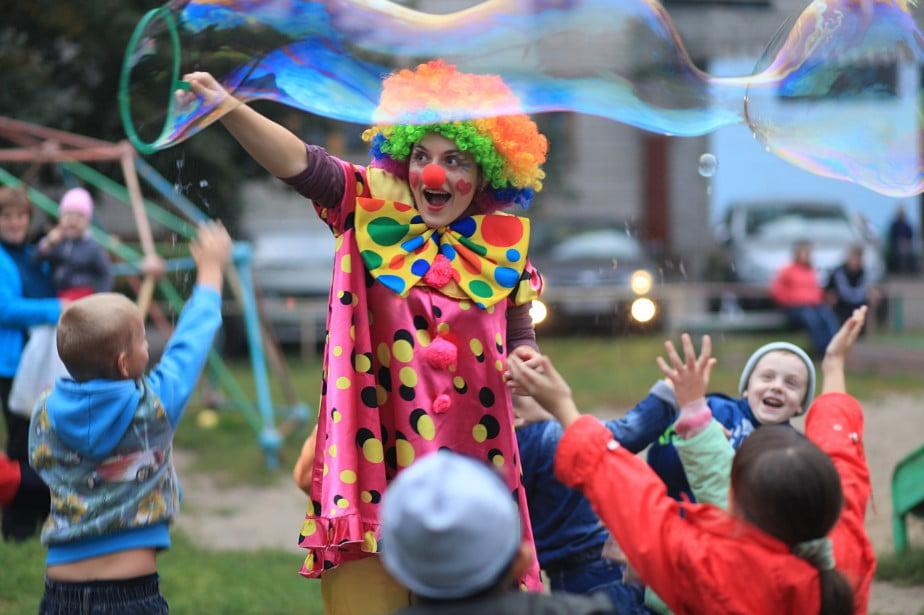 Заказать шоу мыльных пузырей на детский праздник ведение детских праздников Ботанический сад