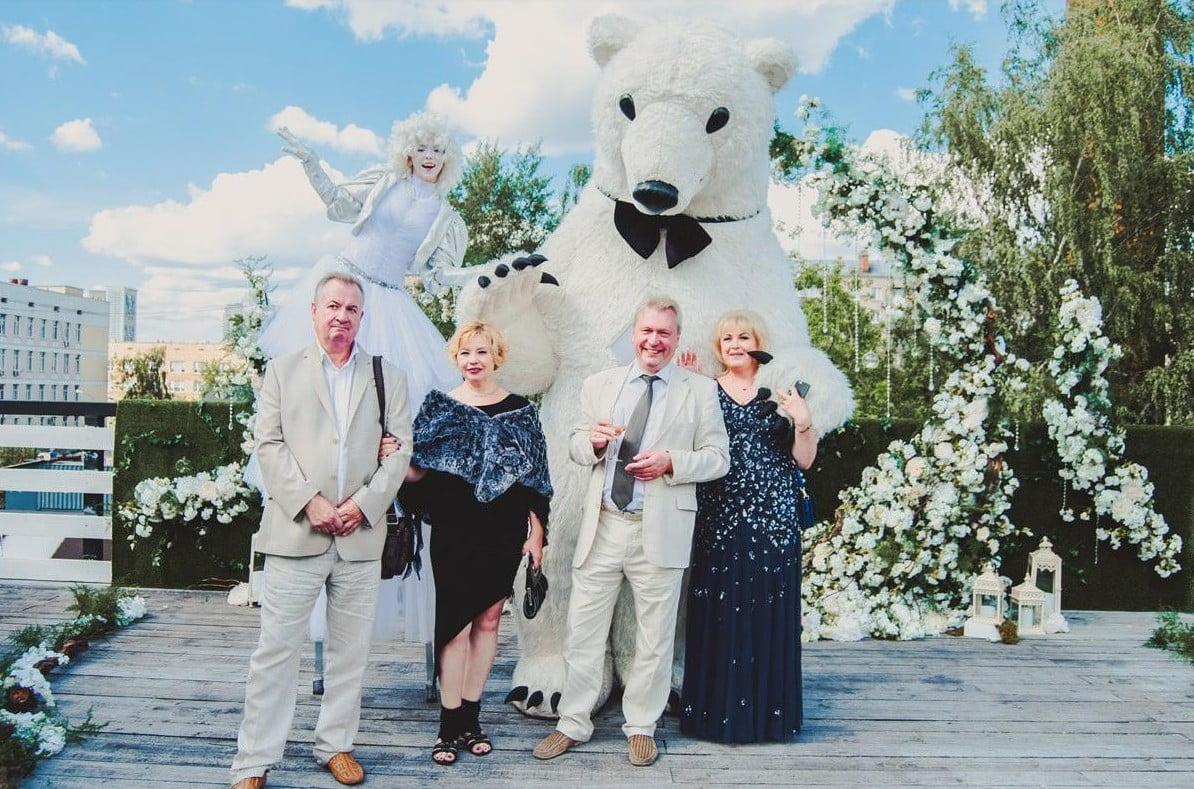 Ростовой белый медведь