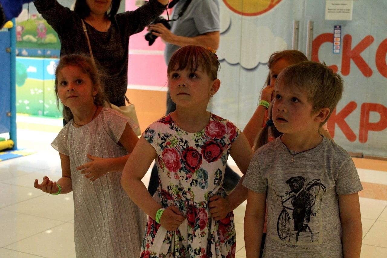 Дети на детском празднике