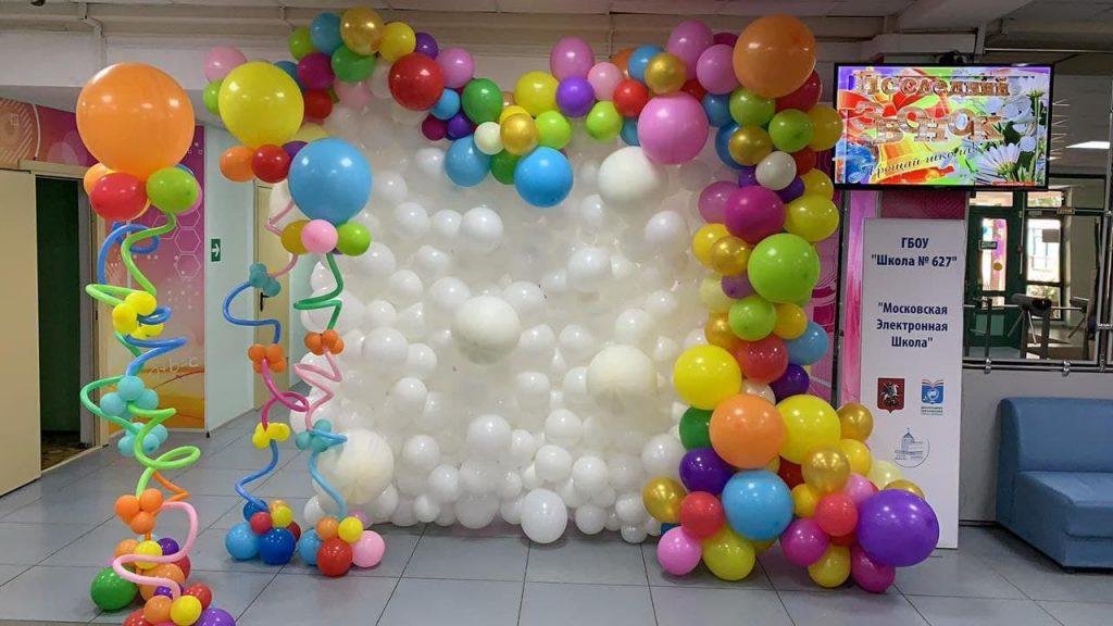 фотозона из воздушных шаров в школе